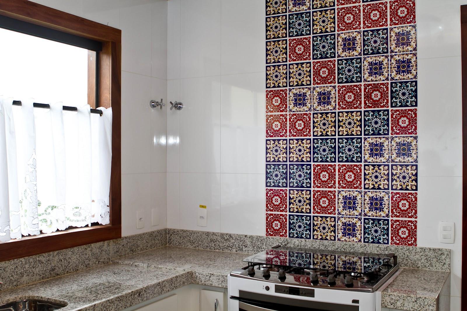 Cozinha decorada com azulejo mosaico v rios for Azulejo mosaico