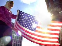 Berbagi Quran, Cara Muslim Amerika Hilangkan Islamofobia