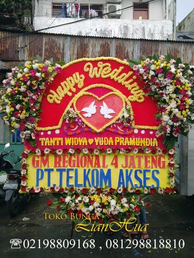 toko bunga, bunga papan pernikahan, papan bunga happy wedding, ahdiah untuk orang menikah, bunga orang menikah
