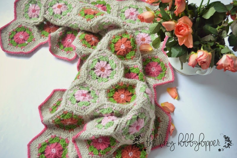 The Lazy Hobbyhopper: Hexagon flower baby blanket - new pattern
