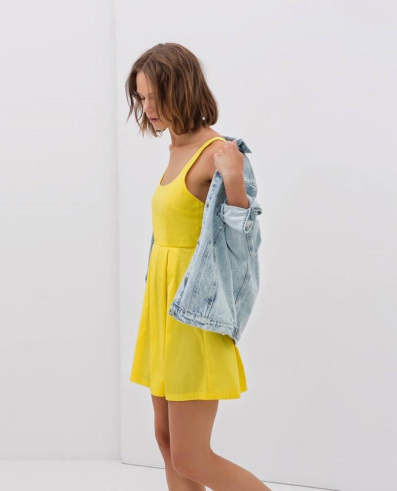 http://www.zara.com/es/es/trf/vestidos/vestido-falda-tablas-c358031p1962005.html