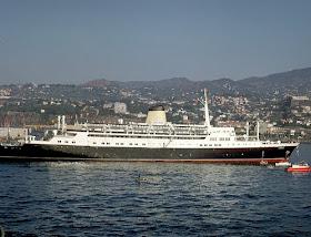 Navio Funchal colocado no Cais do aterro do Funchal