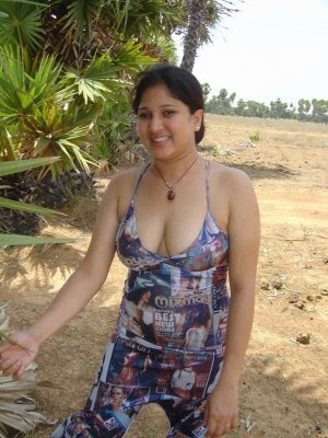 MALAYALI CHECHI HOT AUNTIES PICTURES ~ TELUGU MP3 SONGS