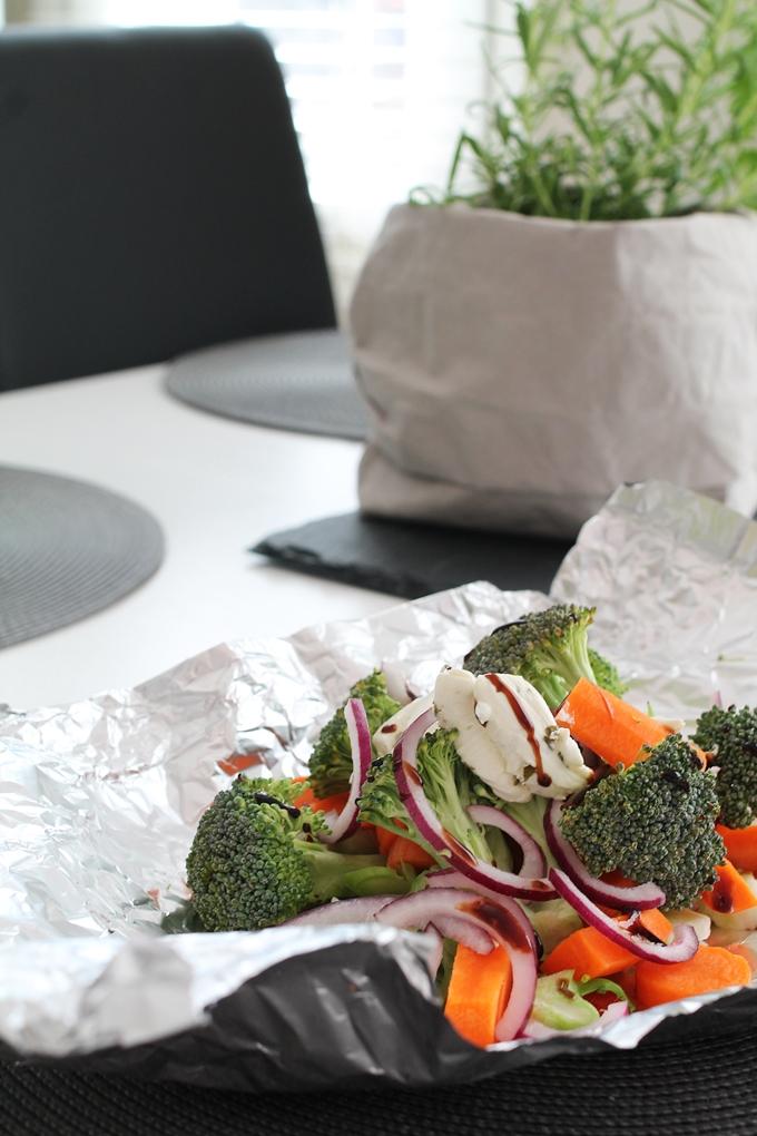 grillatut kasvikset grillinyytti