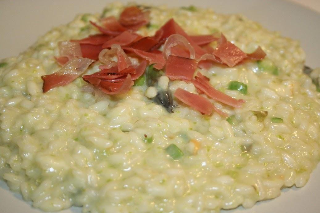 risotto asparagi, scamorza affumicata e speck croccante