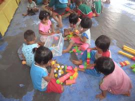 เด็กๆเล่นตามมุมอย่างอิสระ