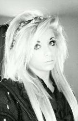 Waduh..!! Karena Wajahnya Terlalu Cantik, Gadis Ini Pilih Bunuh Diri [ www.Bacaan.ME ]