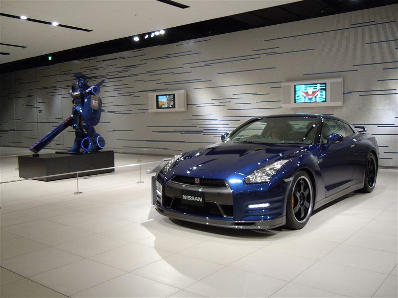 Nissan GT-R, godzilla, sportowy samochód, japoński, V6 twin turbo, kultowe auto, supercar benchmark