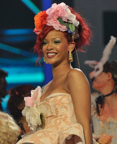 rihanna hairstyles short hair. Rihanna Hairstyle 2011,Rihanna