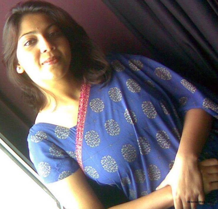 Aunty From Delhi Saree Photos Hot Desi Beautiful Stunning