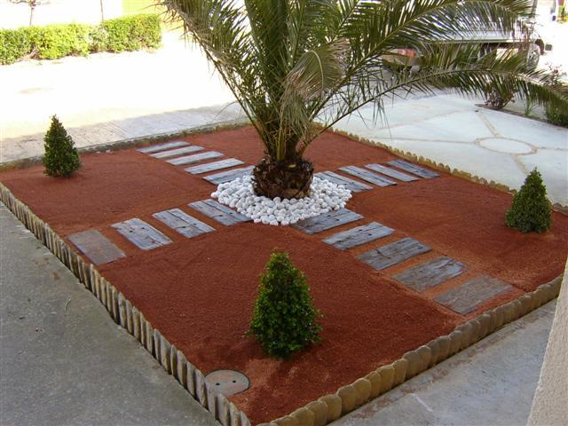Borduras de madera for Decoracion jardin ladrillos