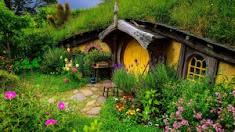 Distributismus v Kraji: Politická spřízněnost Tolkiena s Bellocem