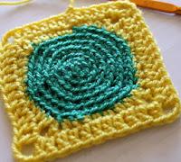 http://www.corriendocontijeras.com/el-motivo-a-crochet-de-la-semana-ii/