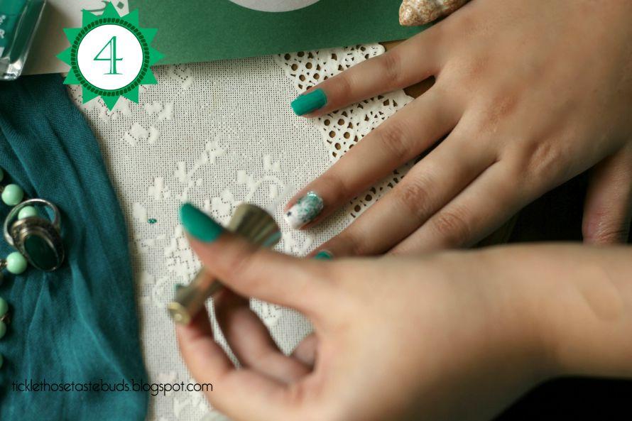 Step-4-Nail-Art-Ticklethosetastebuds