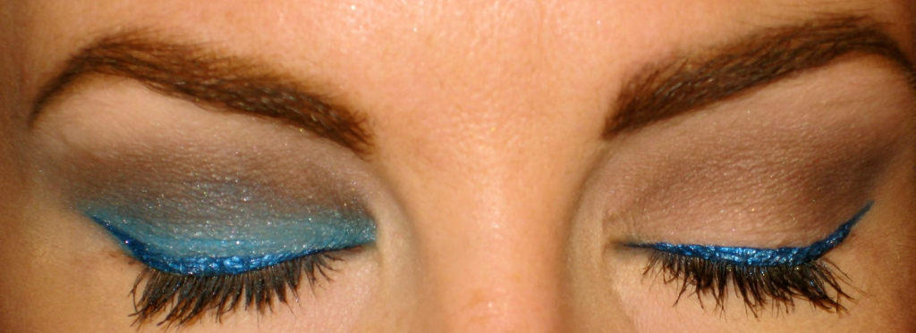 Eye makeup to make blue eyes pop