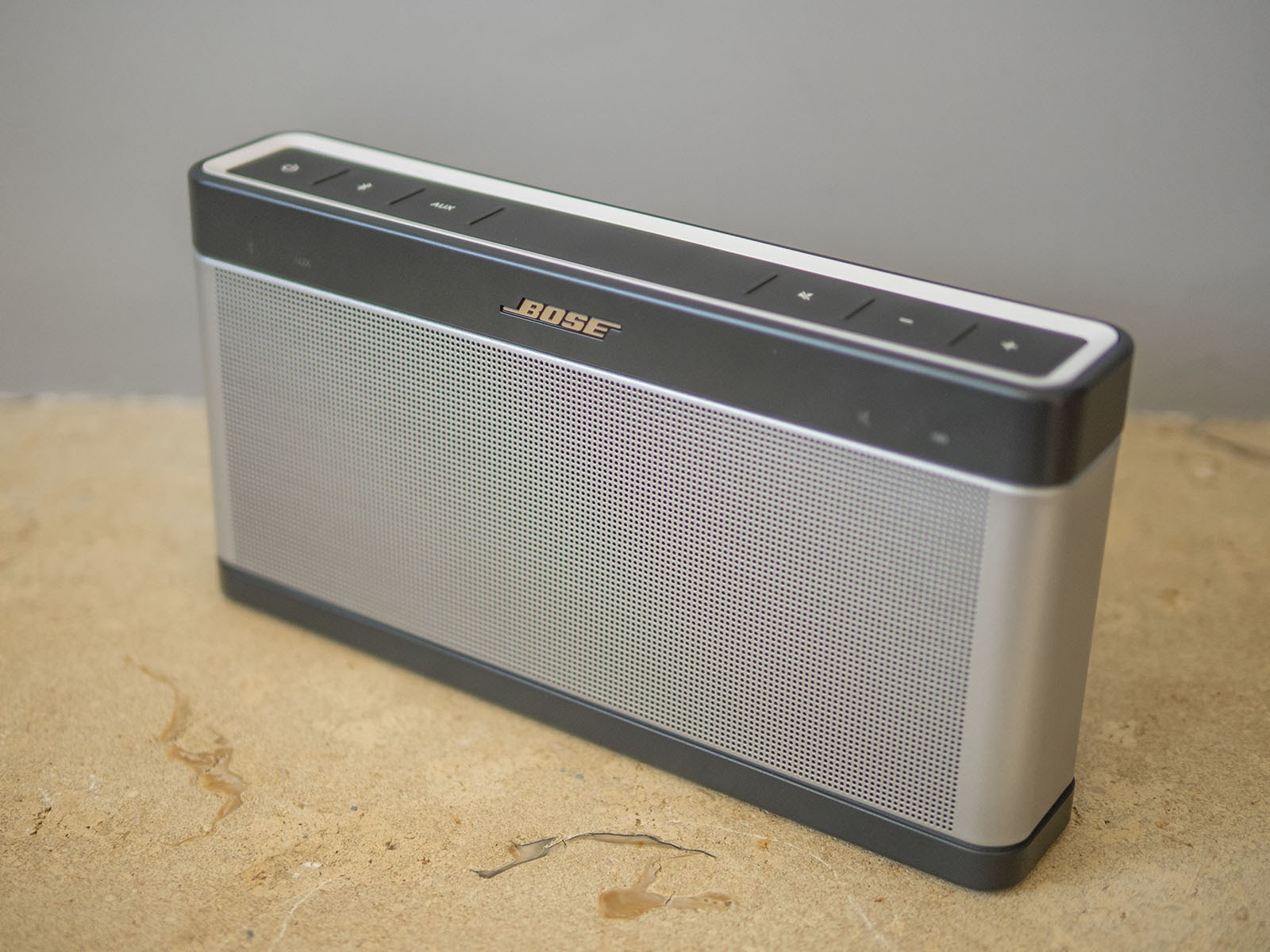 Oluv 39 s gadgets review bose soundlink iii the best for Housse bose soundlink 3
