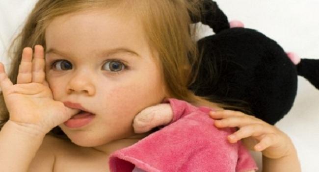 Γιατί τα μωρά πιπιλάνε το δάχτυλό τους