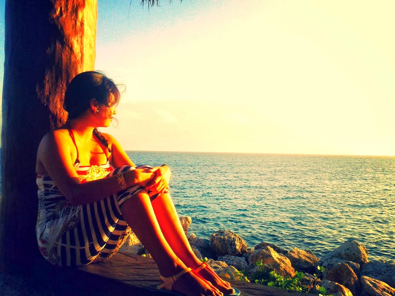 """""""Te amaré si estás salado solo así sabré que sabes a mar"""""""