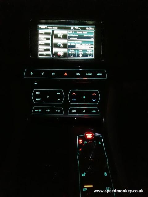 Jaguar XF V6 Portfolio centre console