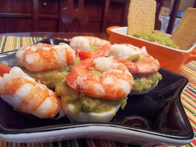 Cocinando entre cacharros: Huevos con guacamole y langostinos