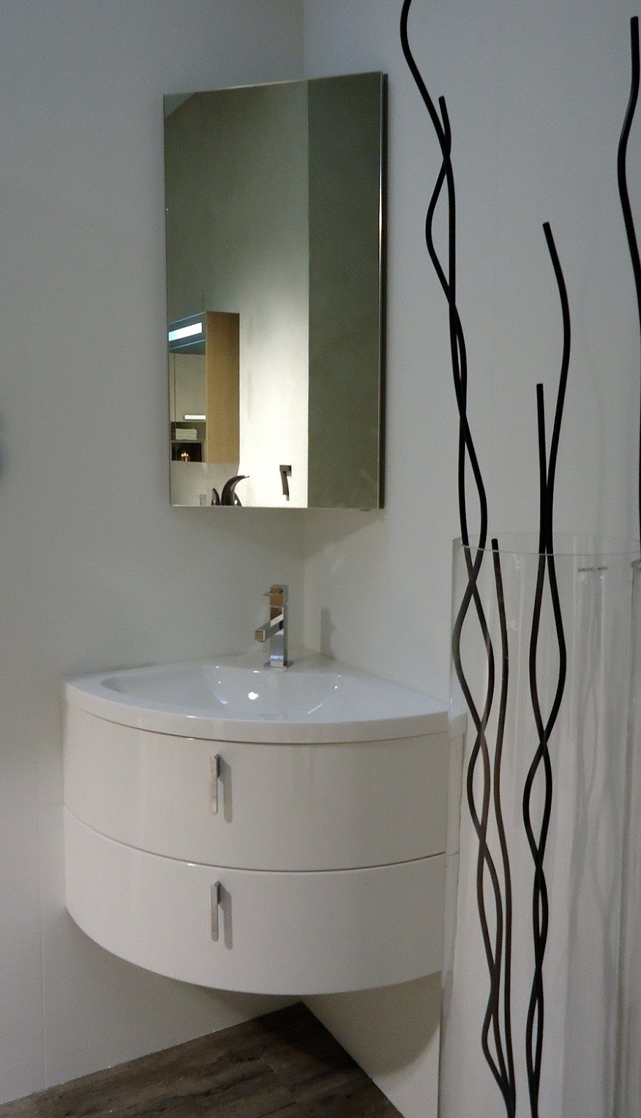 Riflessioni di una lady semiseria visto su cose di casa di febbraio 2013 - Mobiletto bagno piccolo ...