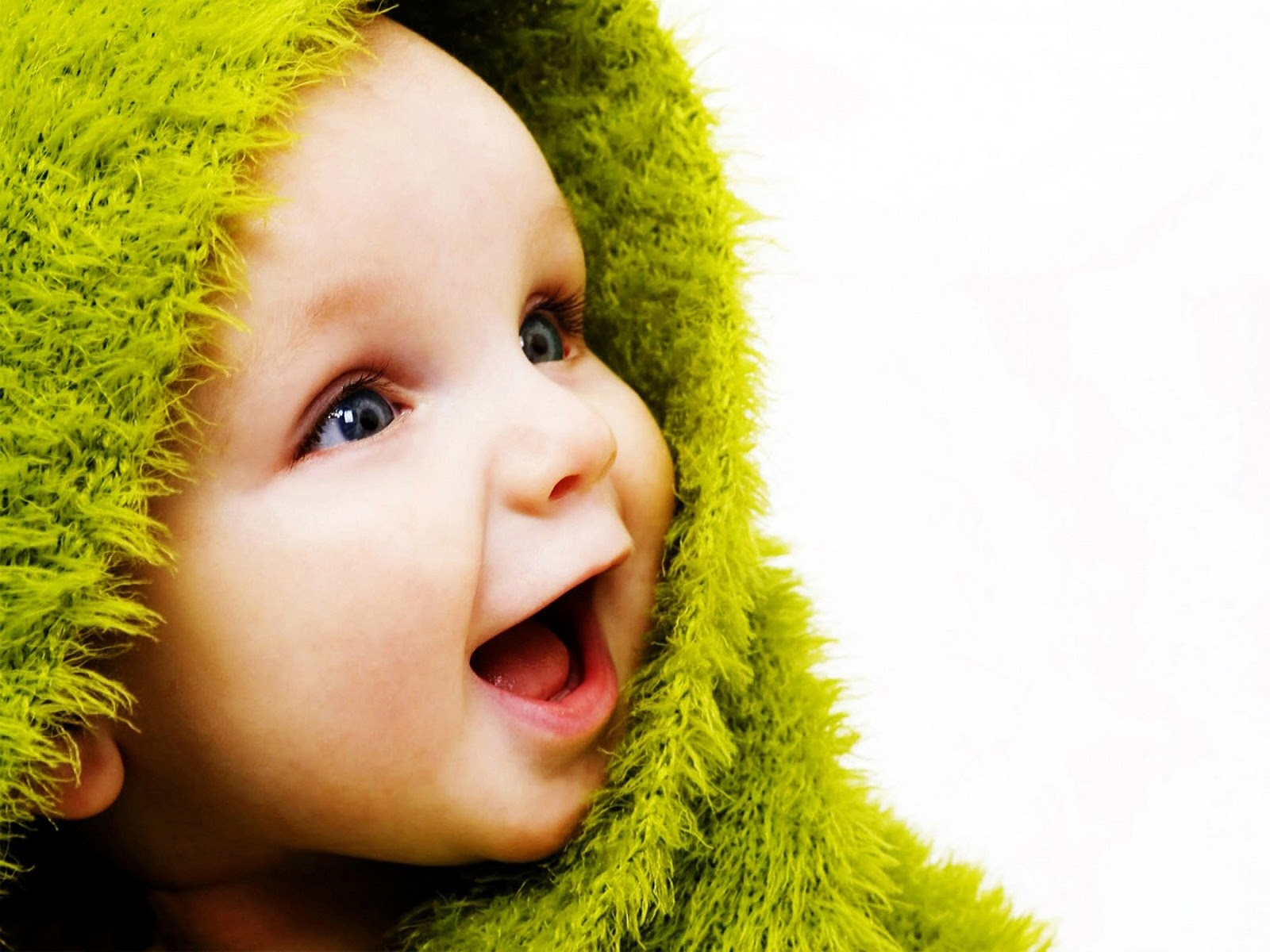 Free Sweet Cute Babies Smile Desktop Wallpapers HD