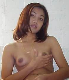 Kisah Seks Emilia