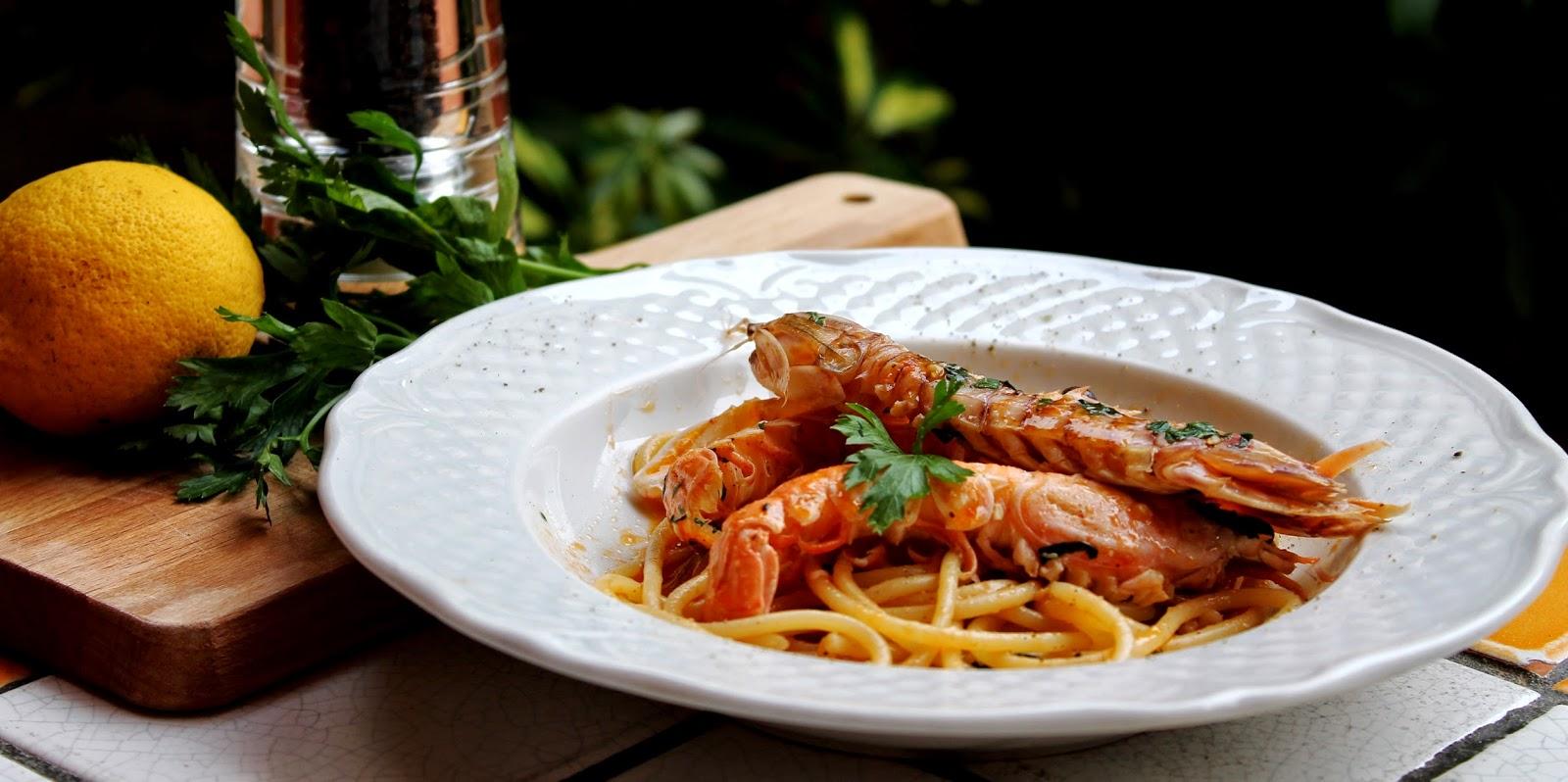 Spaghetti con scampi e canocchie con olio al prezzemolo