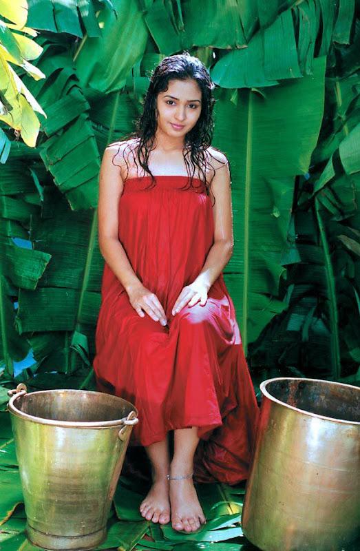 Tamil Actress Gajala Hot Stills Gajala Hot Navel Show sexy stills