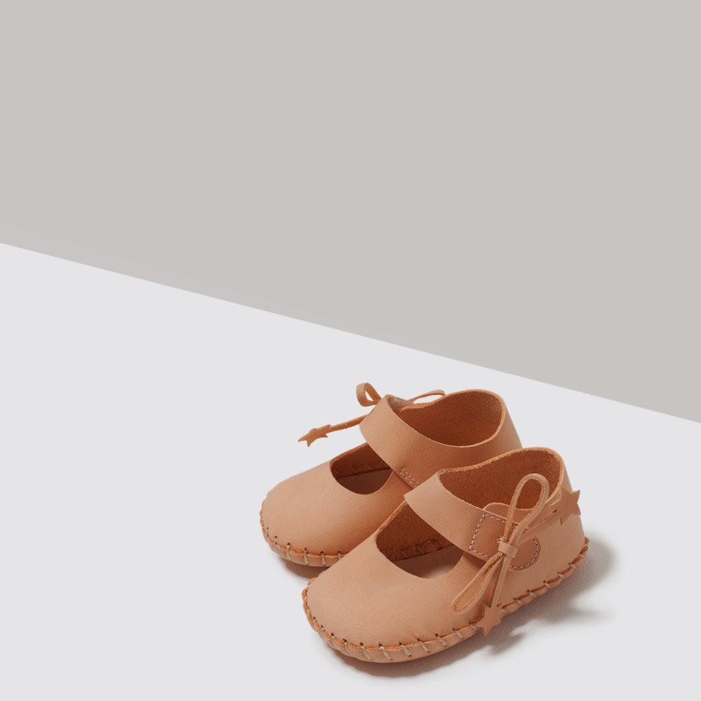 http://www.zara.com/pt/pt/mini/sapatos/sabrina-pele-c554002p2551583.html