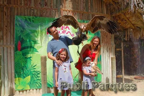 Familia disfrutando en Terra Natura