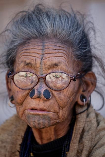 Bộ tộc mũi quỷ và sở thích làm đẹp khác người 9