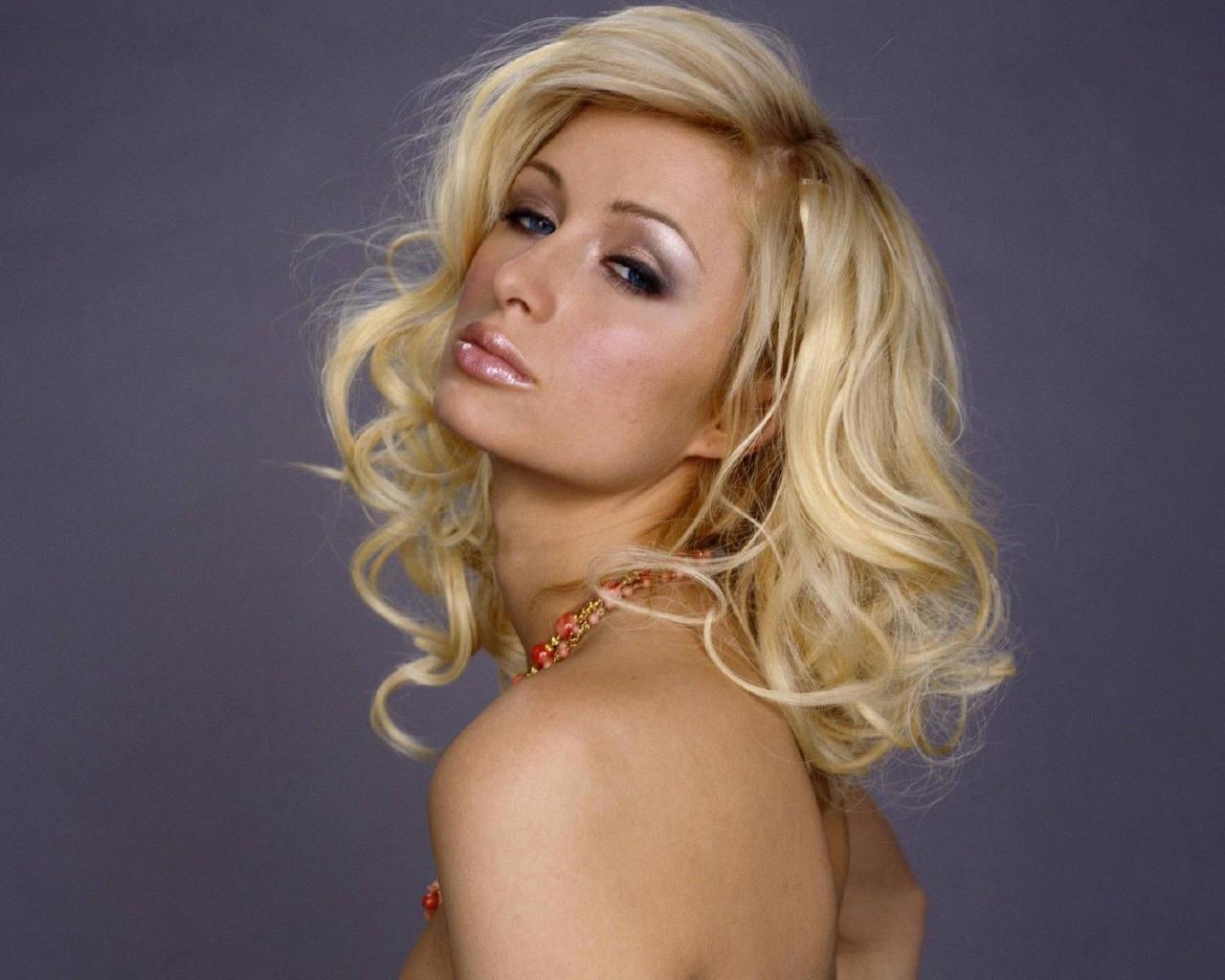 http://4.bp.blogspot.com/-y0S98tMle1E/US-iFFq8jWI/AAAAAAAA1f8/k23F86EhRnA/s1600/Paris-Hilton-lips.jpg