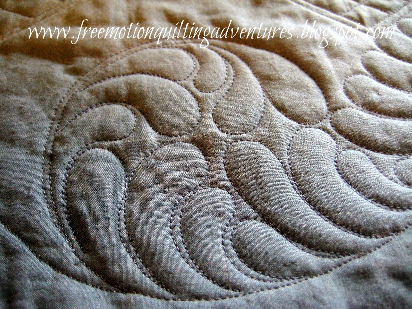 free motion quilting the inner feather circle