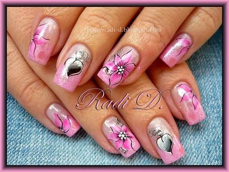 Розов маникюр със сърца и цветя