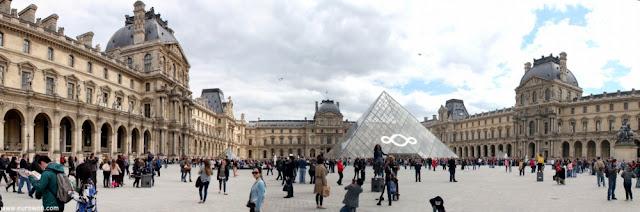 Pirámide de cristal del Museo del Louvre