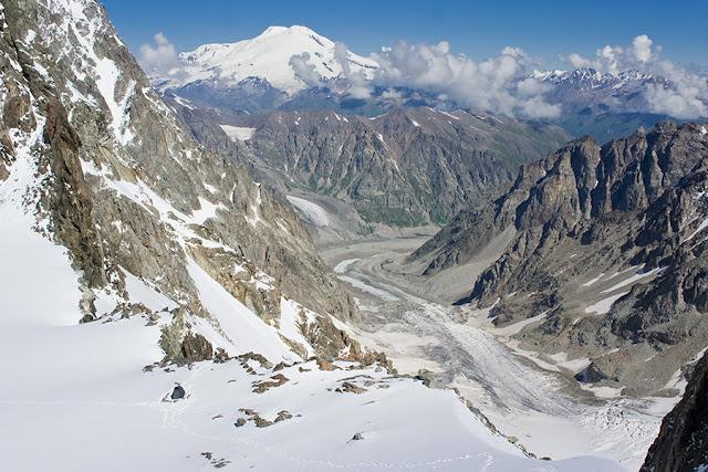 Widok na Elbrus z Uszbiańskiego Plateau