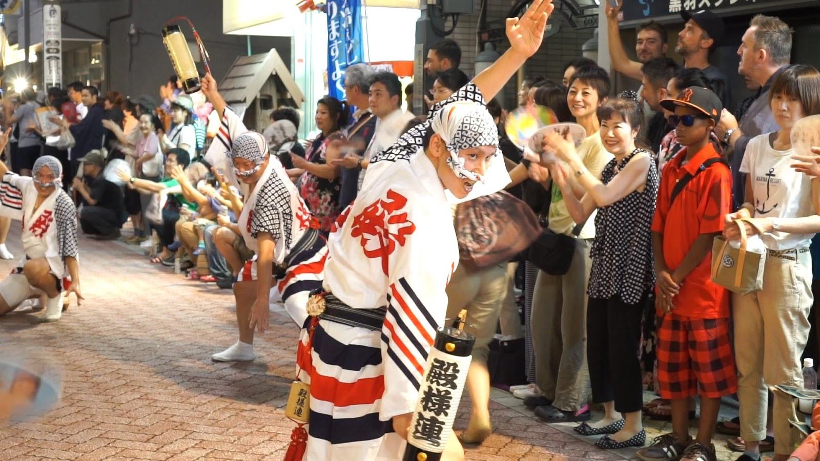 高円寺阿波おどり、徳島の殿様連の動画を見る