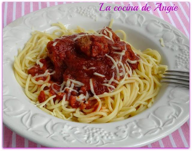 Espaguetis Con Ragú De Albóndigas