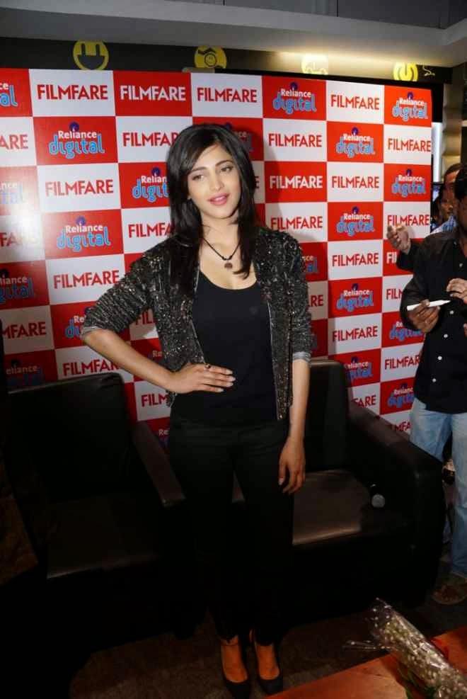 Shruti Hassan Pics at Reliance Digital Filmfare Readers Meet