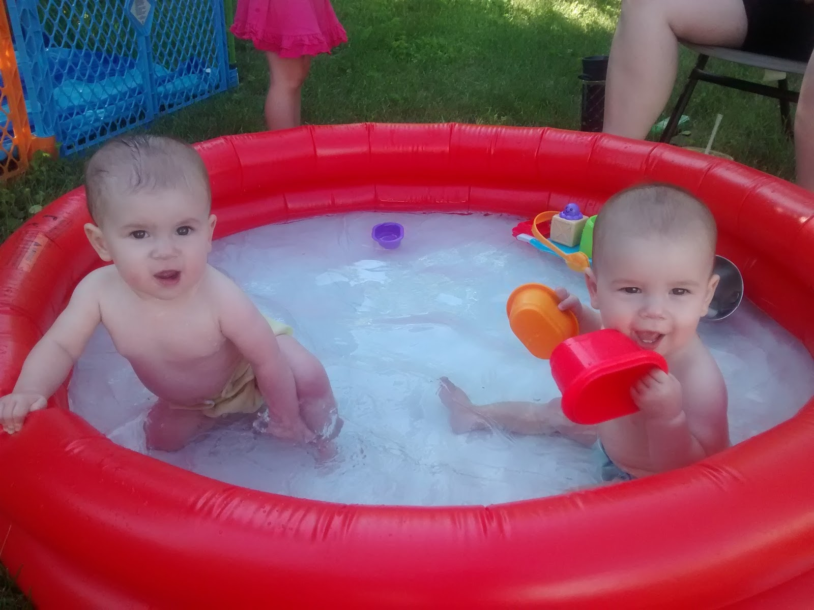 How We Do Bath Time With Twins (without a bath tub!)