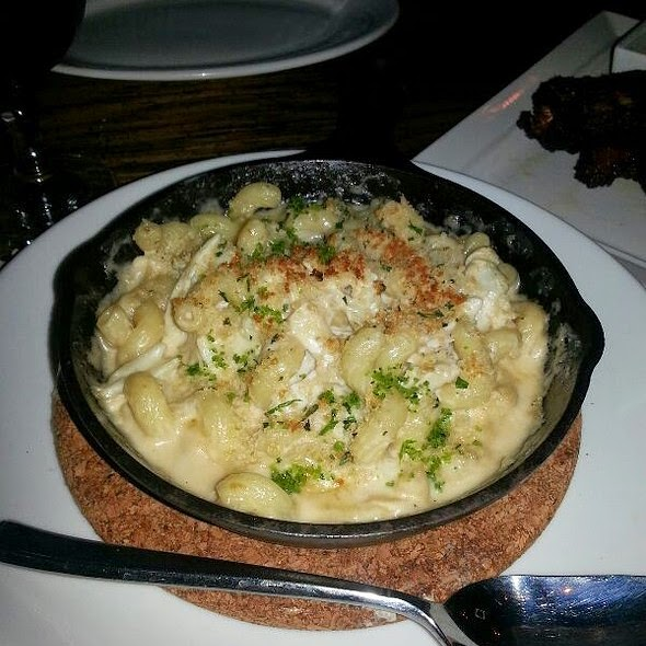 Chesapeake Bay Crabby Mac N' Cheese