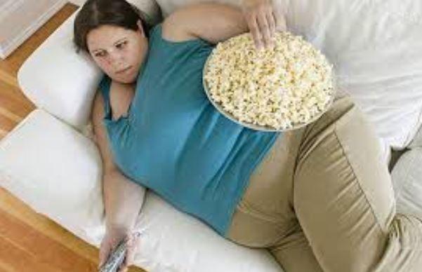 menonton tv menyebabkan badan cepat gemuk
