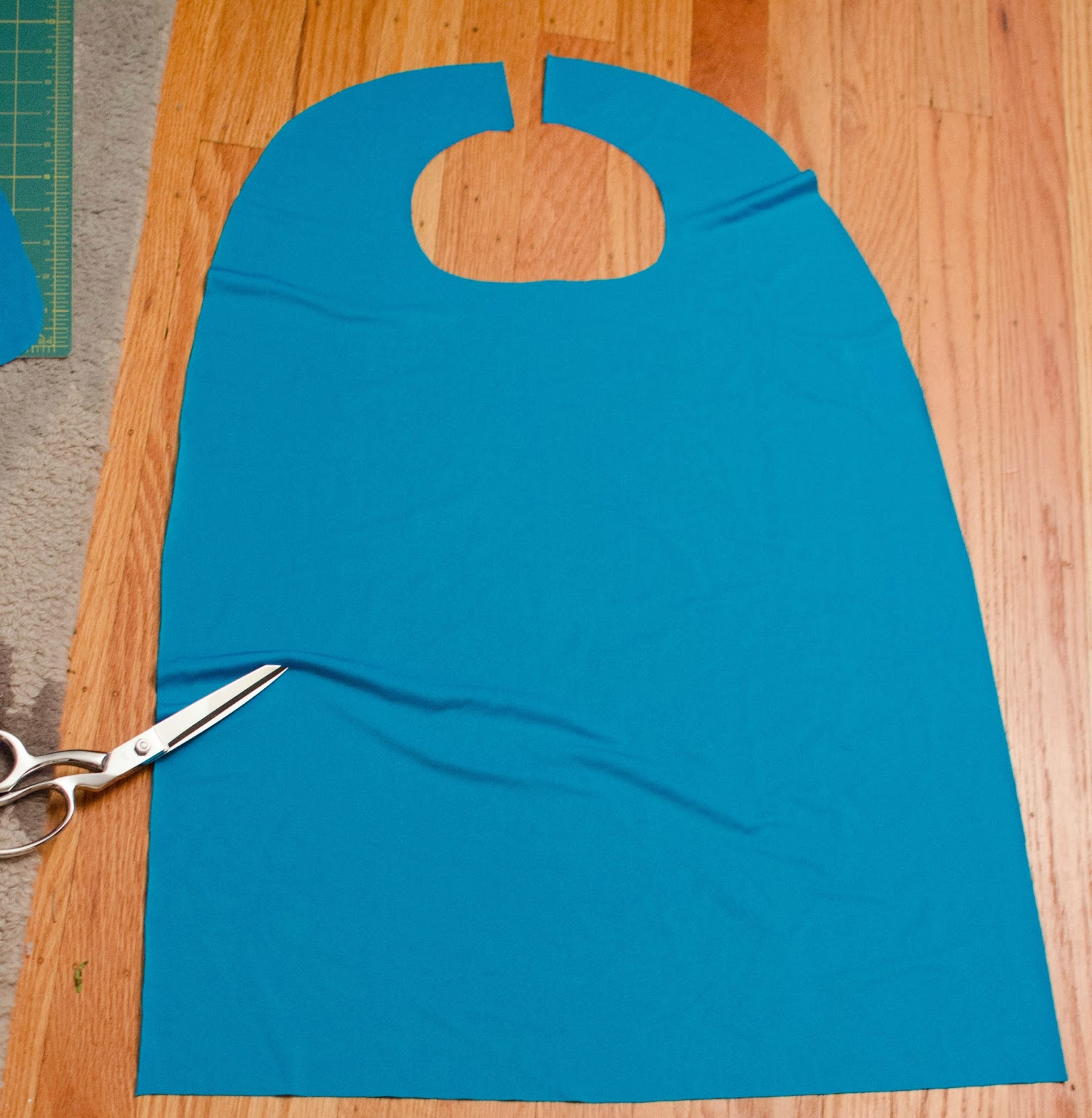 these little loves  diy superhero cape