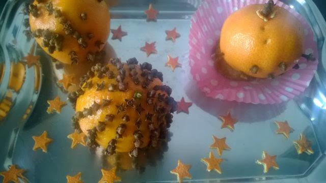 Gwiazdki z mandarynkowej skórki