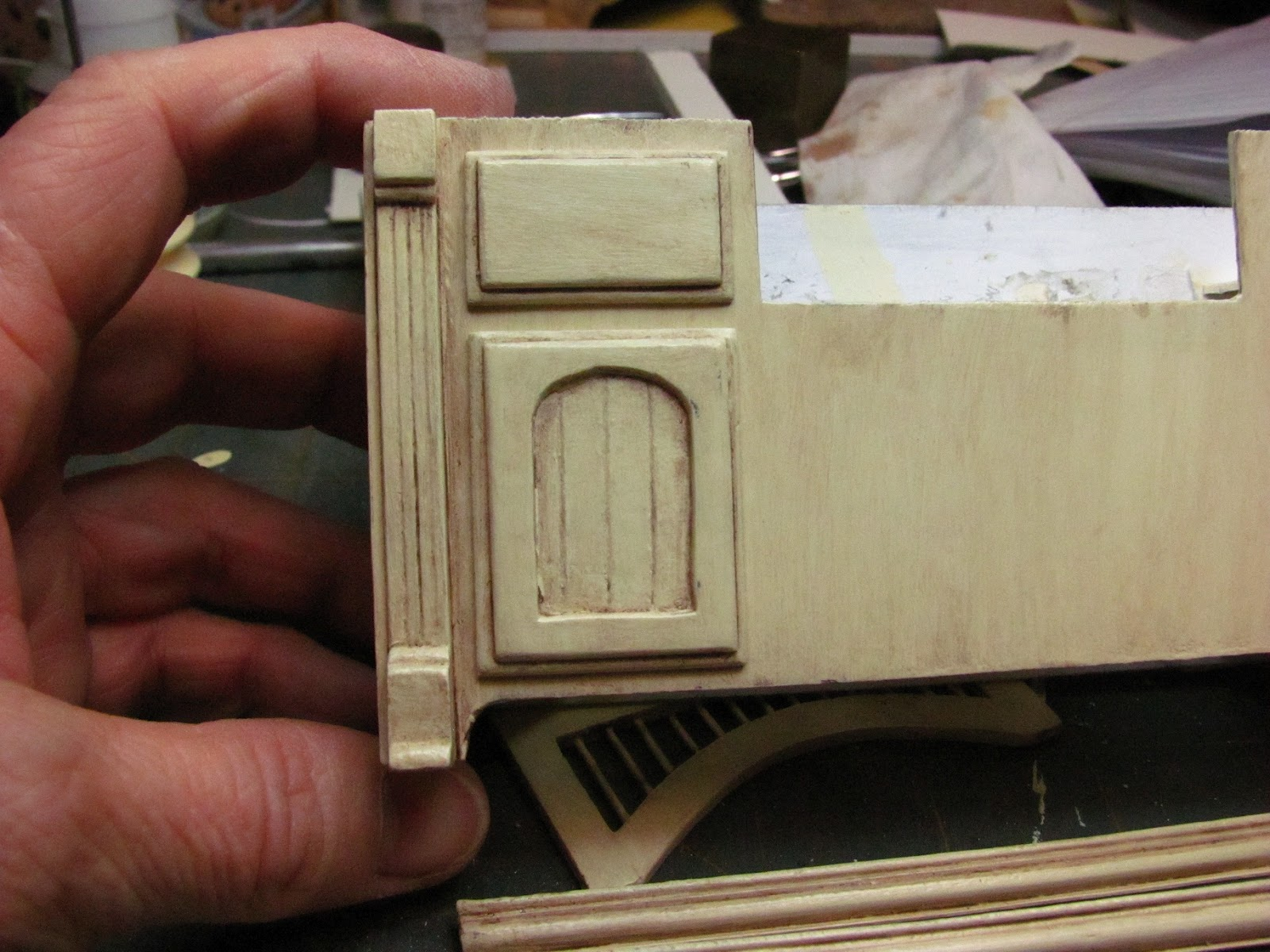 Kitchen cabinets for dollhouse - Glue