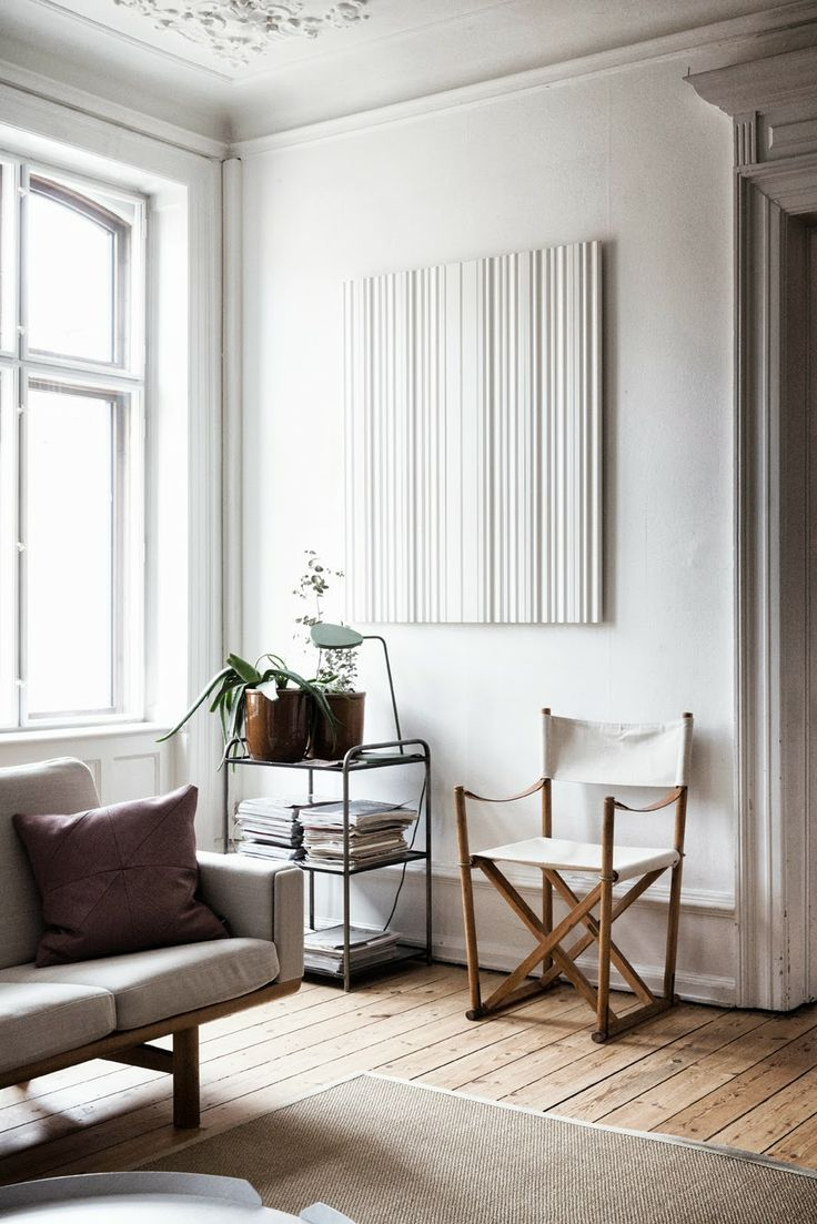 Lunch latte space a minimalist living room for Minimalist lifestyle uk