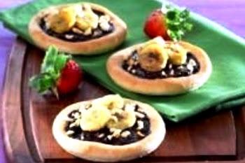 Pizza Pisang Cokelat. i-Kuliner