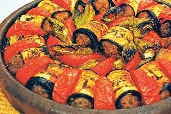Güveçte köfte patlıcan tarifi