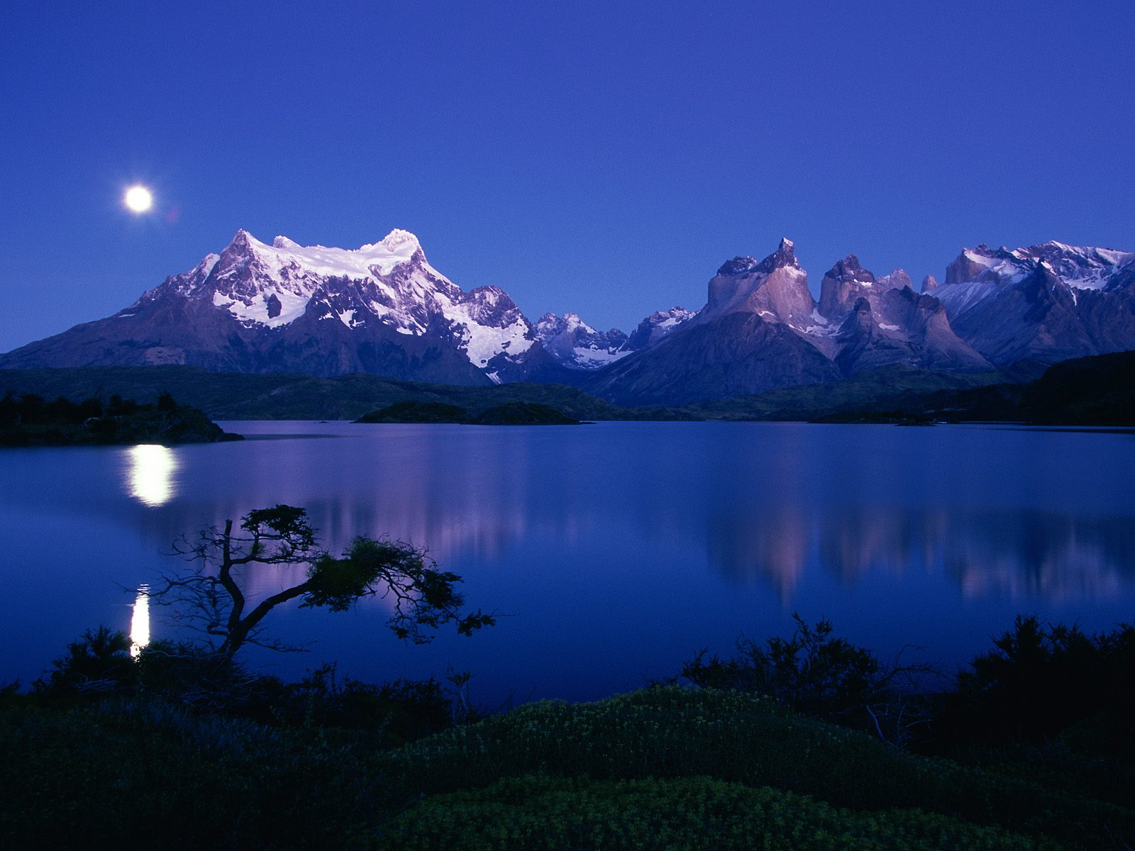http://4.bp.blogspot.com/-y2Zi8uBGPIQ/TbWhdHrop2I/AAAAAAAACeY/rSaO1sm8Zlg/s1600/1213511916_lake-pehoe-torres-del-paine-national.jpg